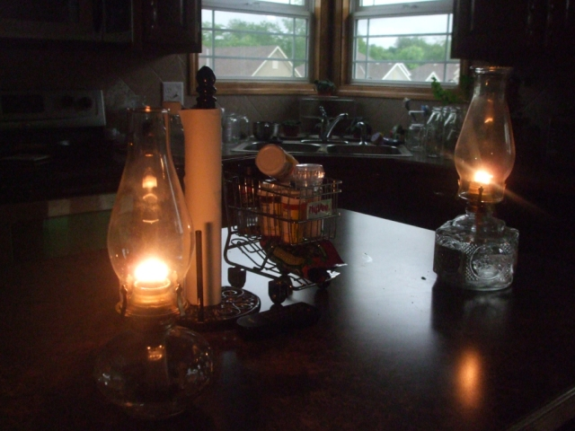 hurrican lamps,lit lamps,glass lamps,oil lamps,when the electricity goes out,